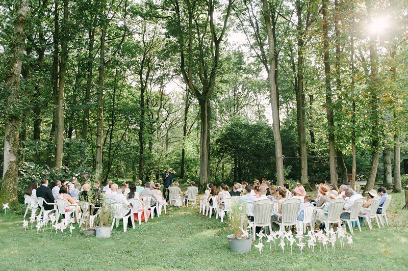cérémonie laïque forêt pastel invités