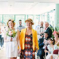 mariage mairie entrée mère et fille