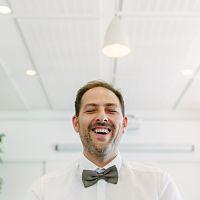 mariage mairie invité heureux