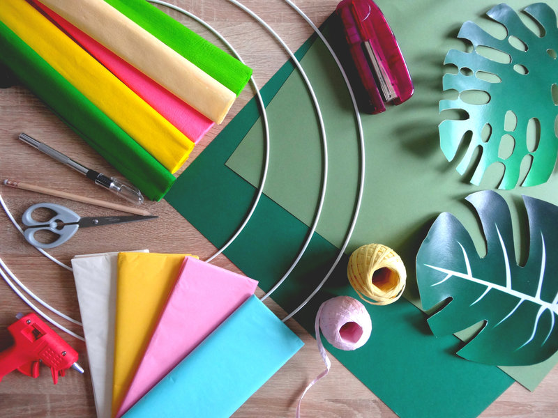 DIY décoration tropicale fleurs en papier matériel